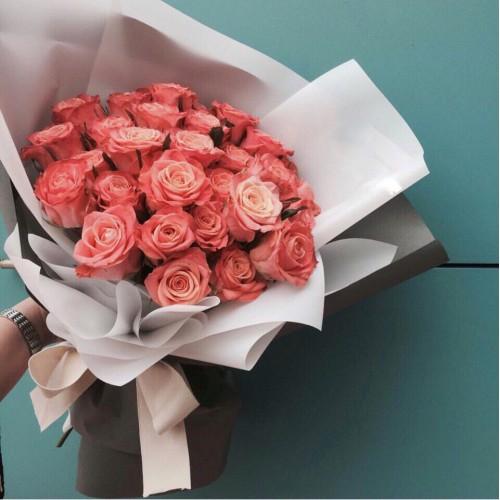 Купить на заказ Заказать Букет из 31 коралловой розы с доставкой по Караганде с доставкой в Караганде